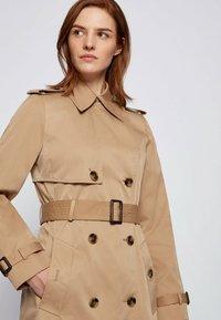 BOSS - CONRY - Trenchcoat - beige - 3