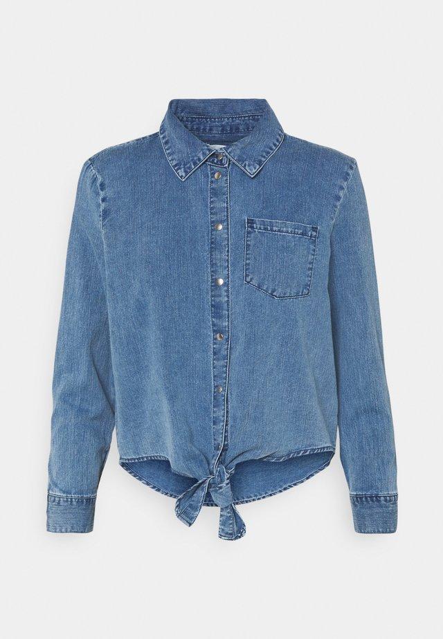 ONLLECEY KNOT - Button-down blouse - medium blue denim