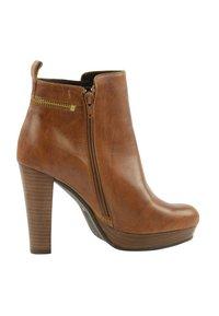 sacha - Classic ankle boots - cognac - 3