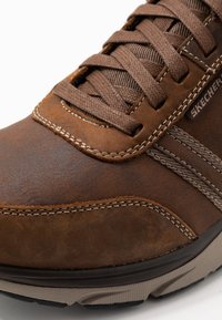 Skechers - SENTINAL - Sneaker low - dark brown - 5