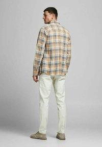 Jack & Jones PREMIUM - Shirt - sudan brown - 2