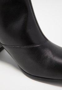 Vagabond - OLIVIA - Kotníkové boty - black - 2