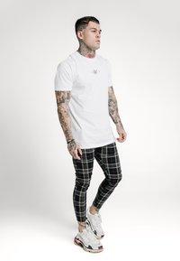 SIKSILK - PLAID CHECK SKINNY  - Trousers - navy/yellow/white - 1
