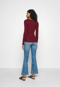 Even&Odd - BASIC- V-neck jumper - Jersey de punto - burgundy - 2