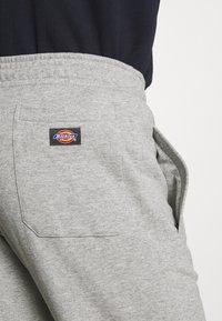 Dickies - BIENVILLE - Teplákové kalhoty - grey melange - 5