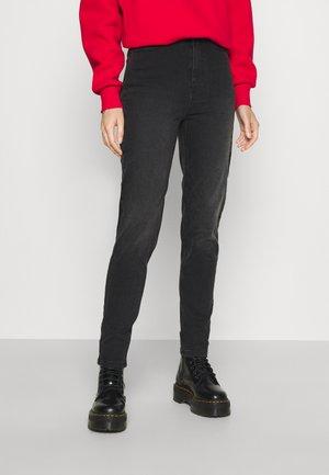 PCKESIA MOM ANK - Jeans slim fit - dark grey denim