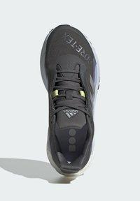 adidas Performance - SOLAR GLIDE 4  - Neutral running shoes - grey - 3