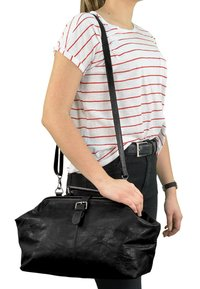 Gusti Leder - Handbag - black - 0