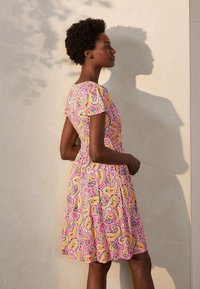 Boden - Jersey dress - pink, sommerliches paisleymuster - 1
