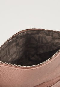 Liebeskind Berlin - VSALOES - Clutch - dusty rose