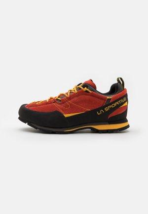 BOULDER X - Lezecká obuv - red