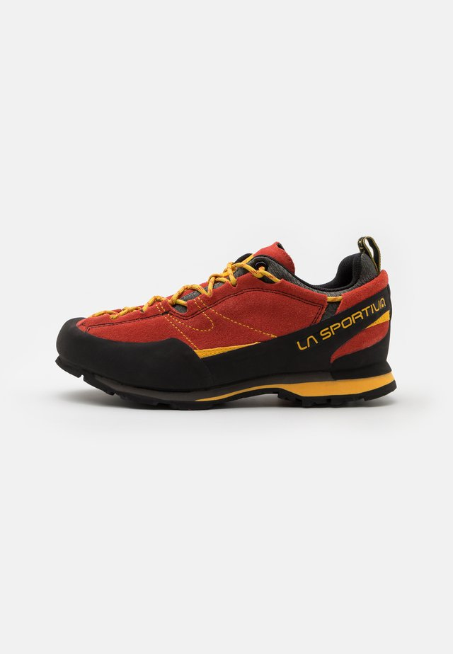 BOULDER X - Buty wspinaczkowe - red