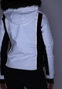 Superdry - SLEEK PISTE SKI JACKET - Ski jacket - white - 9