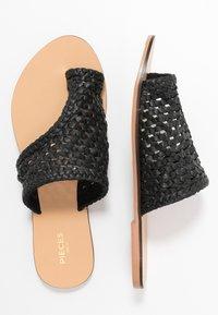 Pieces - PSASIE  - Sandály s odděleným palcem - black - 3