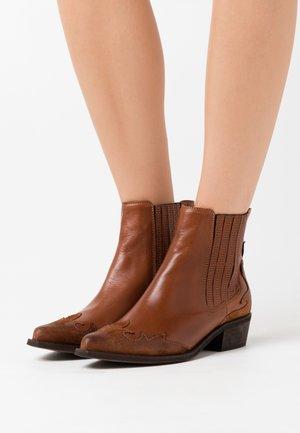 BIADELORA WESTERN CHELSEA BOOT - Cowboy/biker ankle boot - cognac