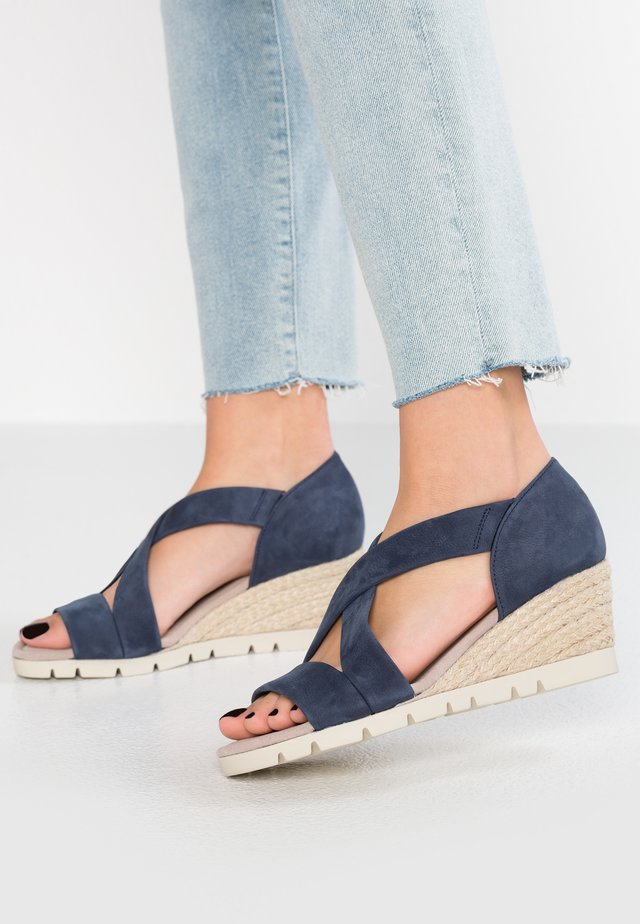 WIDE FIT  - Sandalias de cuña - navy