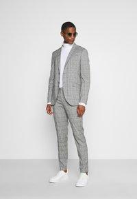 Selected Homme - SLHSLIM KYLELOGAN - Suit - light gray - 1