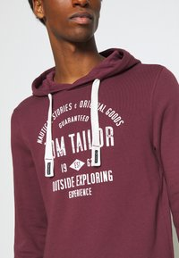 TOM TAILOR - HOODIE WITH PRINT - Hoodie - dusty wildberry red - 5