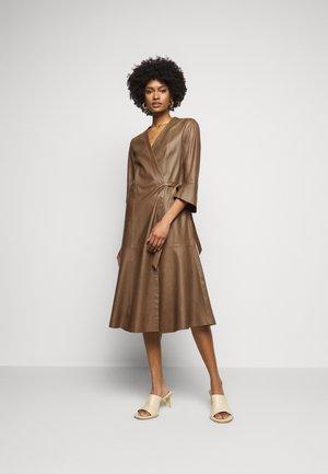 Denní šaty - terra