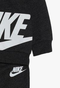 Nike Sportswear - SPLIT FUTURA PANT BABY SET - Body - black heather - 3
