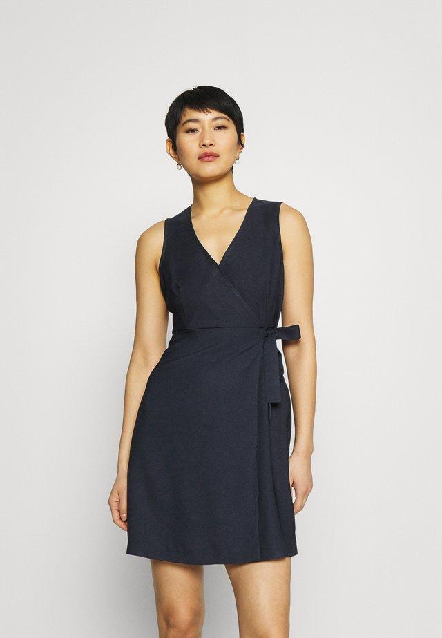 LAKAWAI - Pouzdrové šaty - bleu marine