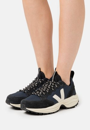 VENTURI - Sneaker low - nautico/pierre/black
