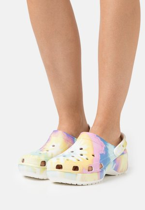 CLASSIC PLATFORM TIE DYE  - Heeled mules - white/multicolor