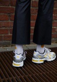 ASICS SportStyle - GEL 1090 - Sneakers - white/saffron - 4
