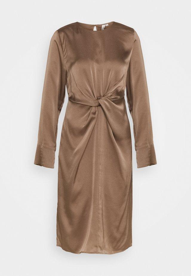 TWISTED WAIST DRESS - Freizeitkleid - nougat