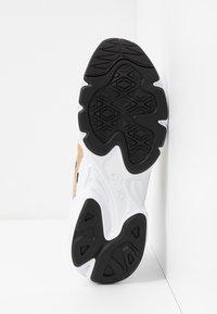 ASICS SportStyle - GEL-BND - Sneakersy niskie - white/champagne - 6