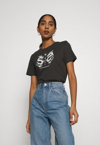 Even&Odd - HATTIE MIRRORED DRAGONS TEE - T-shirt med print - 801 - anthracite - 0