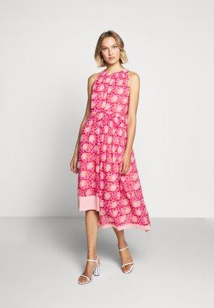 MOSAIC DRESS - Day dress - tomato red/chintz rose