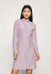 Closet - HIGH NECK MINI DRESS - Korte jurk - purple - 0