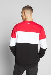 Fila - STRAIGHT - Collegepaita - true red/black/bright white - 2