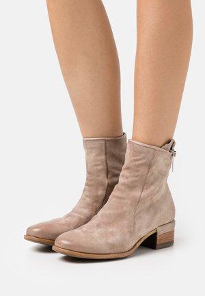 Cowboy/biker ankle boot - dust