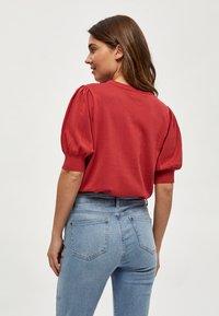 Minus - LIVA - Print T-shirt - berry red - 2