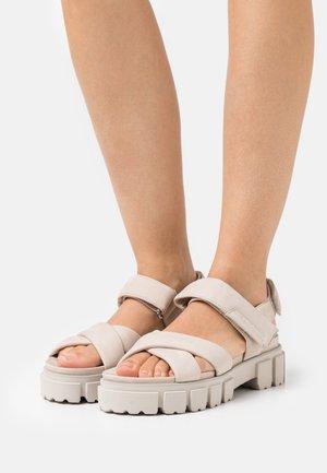 TRAIL - Korkeakorkoiset sandaalit - beige