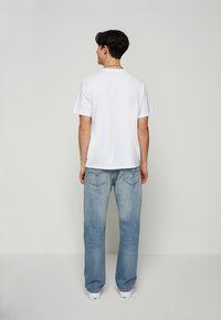 Levi's® - FIT TEE - T-shirt con stampa - neutrals - 2
