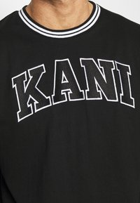 Karl Kani - SERIF LONGSLEEVE - Long sleeved top - black - 4