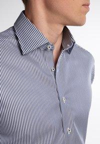 Eterna - SLIM FIT - Formal shirt - marine/weiß - 2