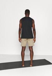 Nike Performance - YOGA - Korte broeken - khaki/brown kelp - 2