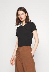 Tommy Hilfiger - HERITAGE CREW NECK TEE - T-shirts basic - black - 0