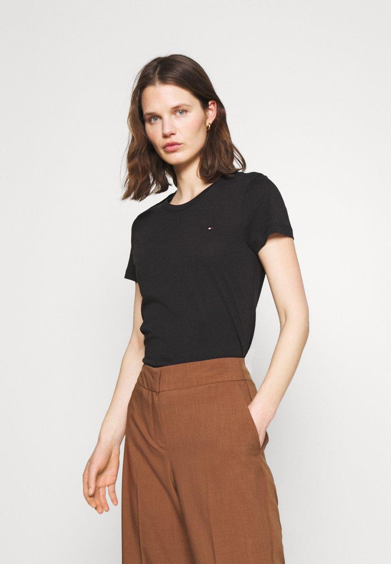 Tommy Hilfiger - HERITAGE CREW NECK TEE - T-shirts basic - black