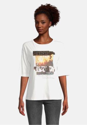 T-shirt print - weiß/camel