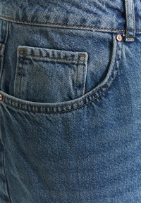 Noisy May Curve - NMISABEL MOM - Relaxed fit jeans - medium blue denim - 2