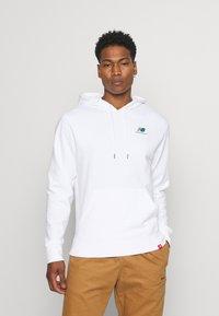 New Balance - ESSENTIALS EMBROIDERED HOODIE - Sweatshirt - white - 0