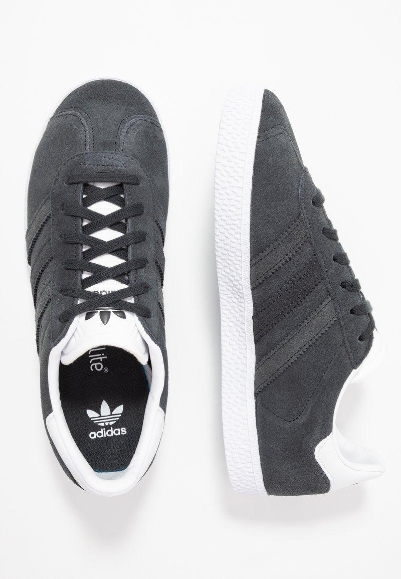 adidas Originals - GAZELLE - Trainers - carbon/footwear white
