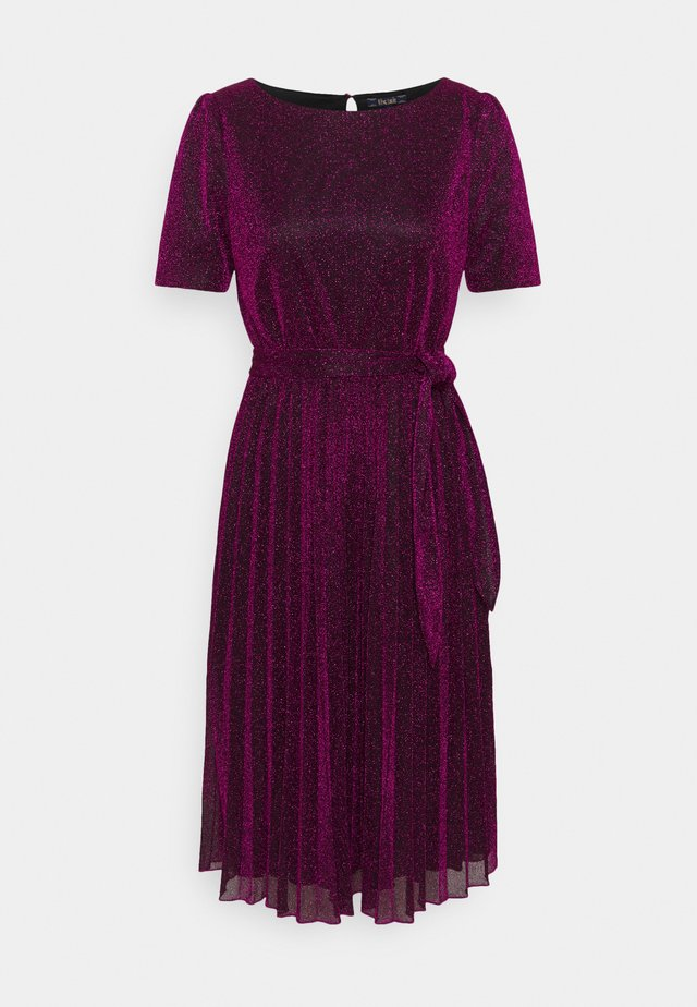 BETTY PLISSE DRESS GLITTER PLISOLEY - Robe en jersey - vivid purple