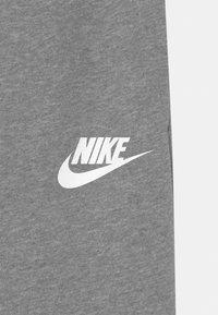 Nike Sportswear - CLUB - Träningsbyxor - carbon heather/white - 2