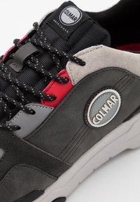 Colmar Originals - AYDEN BLADE - Sneakers laag - grey/red - 5